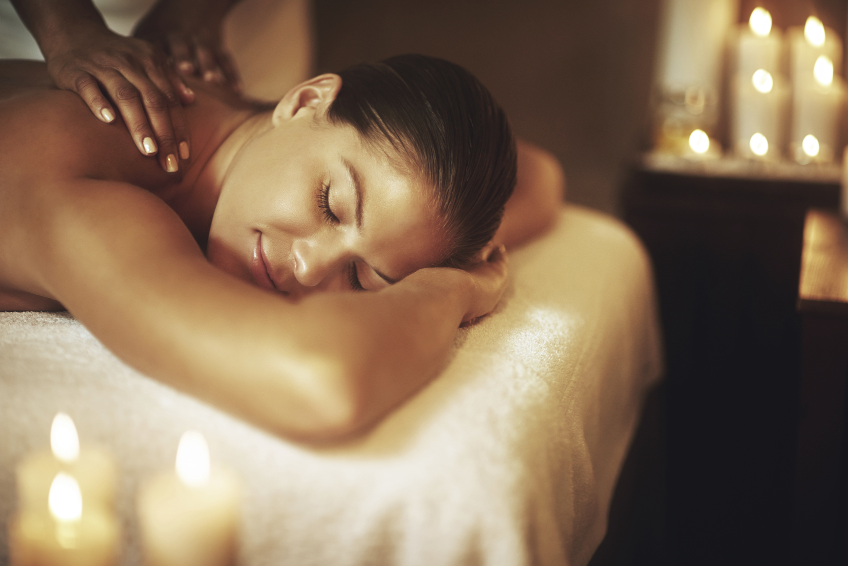 Dame som får massasje på spa. Massasje i Bergen.