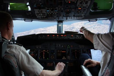 Piloter i et fly. gavetips til kjæresten.
