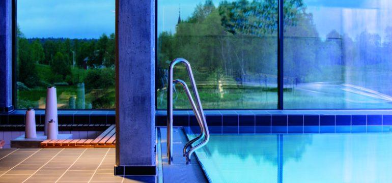 basseng med vakker utsikt. Et flott gavetips til mor.