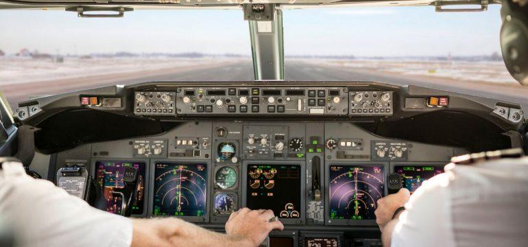 To piloter i et fly.