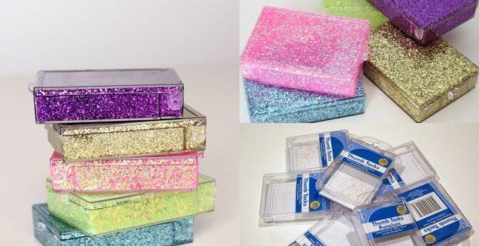 Pakker på et bord.tips til kreativ innpakning av gaver