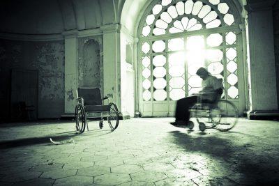Hjemsøkte steder i Norge. Gjenferd i rullestol